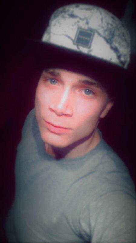 BLUE EYES *__*