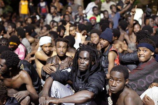 Ceuta, fragile frontière européenne dépendante du Maroc La route espagnole des migrants a connu un regain d'activités depuis le début de l'année. A Ceuta, l'Espagne compte sur le Maroc pour contrôler une frontière fragile et très convoitée.   En savoir plus sur http://www.lemonde.fr/europe/article/2017/03/23/ceuta-fragile-frontiere-europeenne-dependante-du-maroc_5099460_3214.html#1yykavvxEYXFT90Q.99