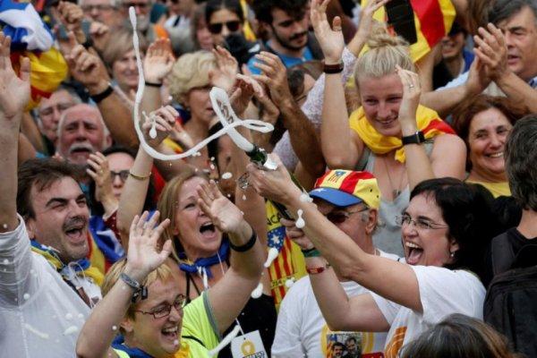 «Aujourd'hui champagne, demain vinaigre» pour une République catalane fragile (Libération)