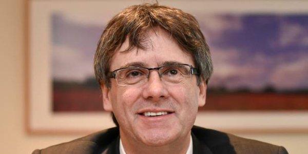 """ACCUEIL INTERNATIONAL De retour en Belgique, Carles Puigdemont veut continuer à défendre """"la juste cause du peuple catalan"""""""