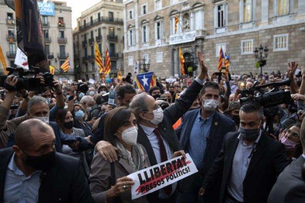 Le président régional catalan destitué par la justice espagnole La Cour suprême a confirmé la condamnation de l'indépendantiste Quim Torra. Le tribunal supérieur de justice de Catalogne, chargé de l'application de la peine, l'a immédiatement relevé de ses fonctions.  Par Sandrine Morel Publié le 29 septembre 2020 à 10h28 - Mis à jour le 29 septembre 2020 à 17h57