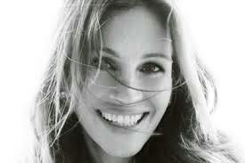 Et c'est parfois dans un regard, dans un sourire Que sont cachés les mots qu'on n'a jamais su dire,-Yves duteuil