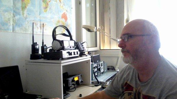 quelle plaisirs de faire du radio amateurisme contacte des amis de l'autre coté de la terre