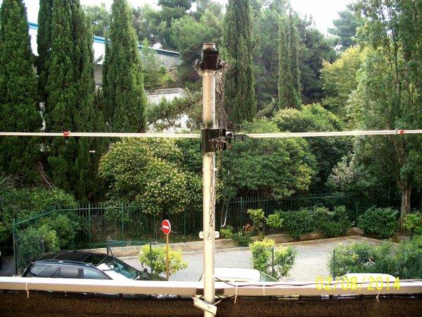 antenne dipôle demi onde a l'horizontale 10M 11m Dipôle de 14WW210 Nice FRANCE FABRICATION par Amateuir Radio 14V173 Yann  le premier contact Radio avec la pointe Afrique du sud