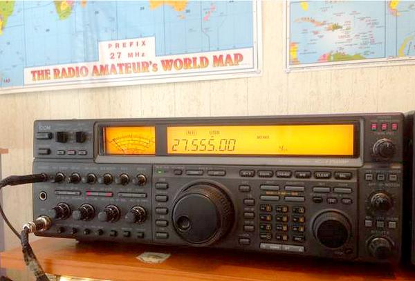 l'opérateur Radio  toujour a L'écoute du monde