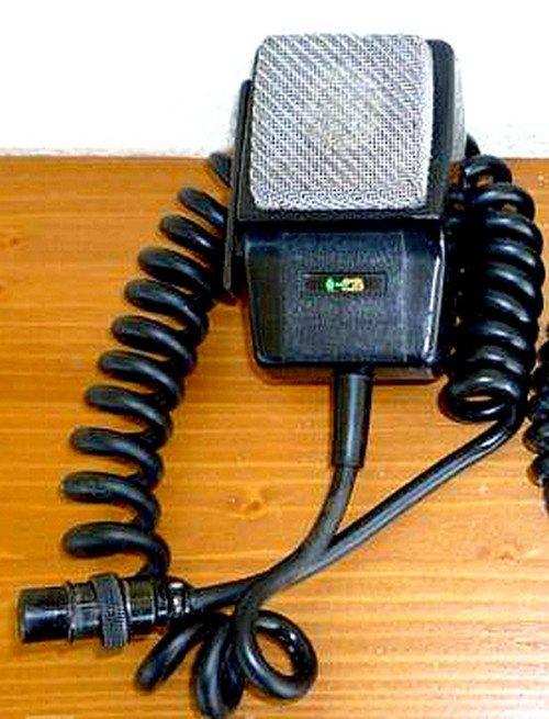 Micro EuroCB modèle DMC 531 avec fonction préamp. réglable par molette. Micro dynamiques et omni-directionnel. Fréquence de réponse 200 à 5000 HZ. Sensibilité +/- 4 dB à 1 KHZ. Impédance 1,2 K Ohms +/- 30% à 1 KHZ. Alimentation par pile ou batterie 1,5