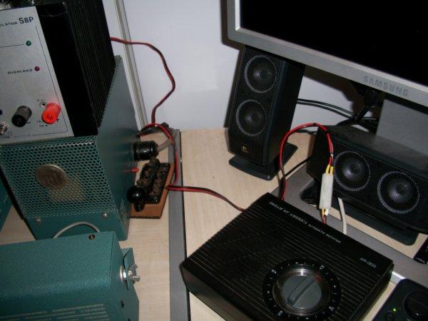 alimentation relais 12v pour  1 coaxial pour 2 antennes un antenne  filaire  3 bandes et un antenne 1 Band ou vis versa une ou l'autre le boitier de commande   relais a été fait 14v173 Yann et la connexion alimentation 12 v 14WW.210 adaptation avec des composants récupération