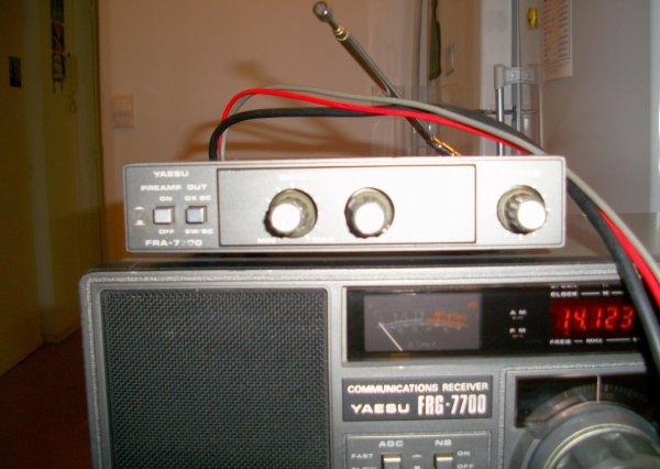 antenne refaite et propreté faite   restauration  accomplissement ce fait le Yaesu FR A-7700.....restauration nettoyage en profondeur  tout et OK  TOUT EST OKAY