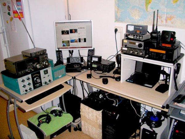 shack OU station radio  de Radio Écouteur SWL de 14WW.210 ou F.11874