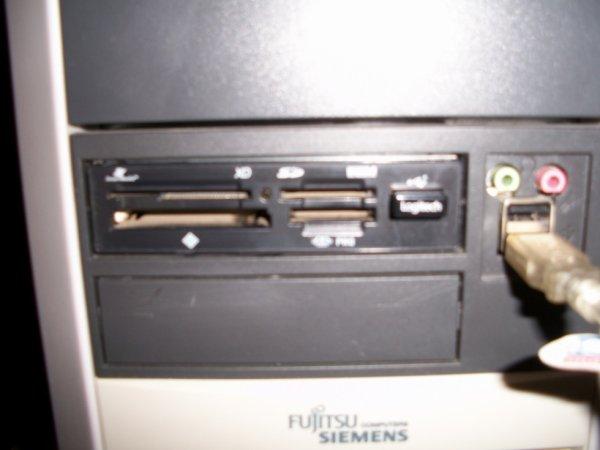 je voulais acheter que né ni jais trouvé a la poubelle   lecteur carte mémoire interne SD  Acer pas la penne  installés sur mon FUJITSU SIEMENS  fonctionnel parfait il ni a pas de petit économie de no jour il jeté je récupéré