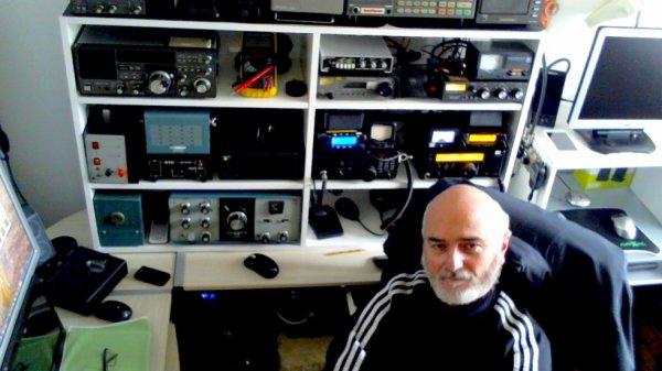 toujours la fidèle au poste de Radio Écouteur SWL F-11874 de NICE mai il ni a pas de propagation oui il arrive dans tendre ile de la réunion l'océan indien oui le  20m  le QSO des francophone F-11874 OP.PATRICK NICE FRANCE écouter radio quelle plaisir d'écouter tout les amis les 11 nouvaux RA de NICE