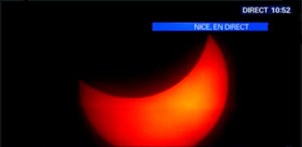 ma première fois ou j'ai vus un éclipse totale il   fessais nuit noire j'ai été a la maternelle en 1961 âgé ans 6 ou 5 ans.....Éclipse solaire. EN DIRECT. Le Soleil réapparait  2015 20/03/2015