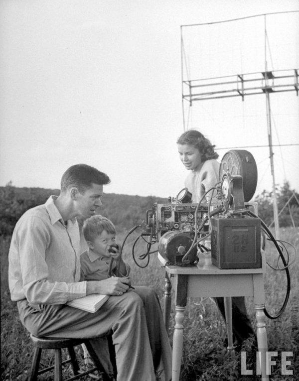 F5IRO Freddy Blog radioamateur magnifique photo du Blog F5IRO Freddy radioamateur PHOTO a près guerre en Juin 1946... de FILE  on voit la fascination dans le regard de cette américain et la passion pour HAM RADIO