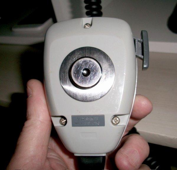 jais fais un petit chat  brocante radio amateur de samedi je vous les un micro   main  de bonne qualité pour mon FT-897  ni préamplificateur et compresseur le vendeur un ancien de G.E.S m'a proposé un  vertex pas cher YAESU MH-25A8J  m'a coûtés   5 euros