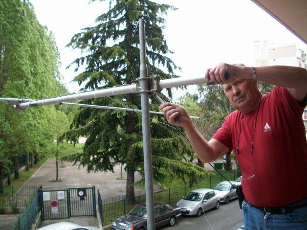 antenne Dipole faite par 14V173 Yann Le 25/04/2015  Tos SWR 1 SUR 1.. 26Mgz ..27Mhz..28Mhz Merci a toi ami radio Yann
