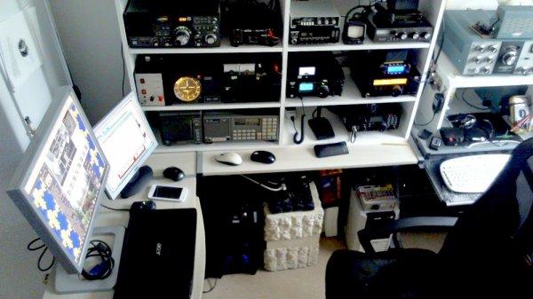 Quoi de neuf ?  antenne Dipôle faite par 14V173 Yann Le 25/04/2015  Tos SWR 1 SUR 1..26Mgz ..27Mhz..28Mhz  Merci a toi ami radio Yann réglage de l'antenne avec MFJ-259B antenne Analyzer: sans boite de couplage hf ou boites d'accord  TOS SWR réelle  1SUR1