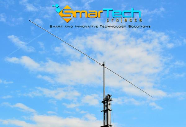 CARACTERISTIQUES TECHNIQUES                                      Gain: 7.4 dBi                                     Rapport Avant / Arrière: 0 dB                                     Rapport Frôté / Side: 27 dB                                     Fréquence: 28 MHz                                     Puissance max applicable: 2 kW p.e.p.                                     Altitude du lobe principal: 15,5 °                                     [Données calculées pour une hauteur de 10m au dessus du sol]     Bien qu'il soit l'antenne simple, entraînement en rotation de l'antenne dipôle est léger, facile à manipuler et facile à monter / démonter (en seulement 4 minutes!). En fonction de sa garde au sol présente des caractéristiques de gain, le rapport élévation frontale / latérale du lobe principal et également très intéressant. Les données calculées dans les spécifications sont des valeurs typiques à 10 mètres au-dessus du sol. Le lecteur dipôle linéaire est pas omnidirectionnel, comme dans la configuration de V (normale ou inversée). L'atténuation présenté aux côtés rend la direction de jeu vers l'avant / arrière et certainement plus calme que le configurations V. Et «bon pour les deux installations fixes et portables. Nous recommandons l'utilisation d'un balun.