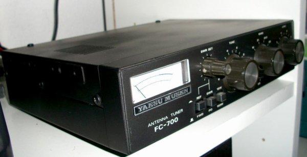 j'ai remis au propre un micro SM-85 de  chez kenwood de 1993 et un  YAESU EXTERNAL SPEAKER SP- 6 de 1993 ET UN YAESU MUSEN FC-700 ANTENNA TUNER 1985