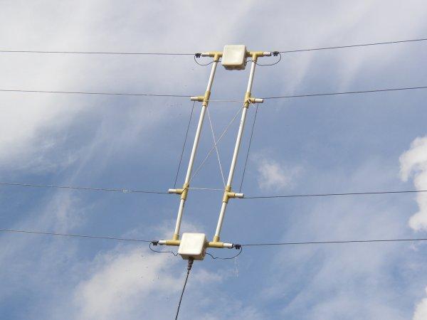 voi si mon balun symétriseur que   j'utilisais   sur ma dipole sur ma premiere antenne en aluminium que ma vais fait 14v173 Yann