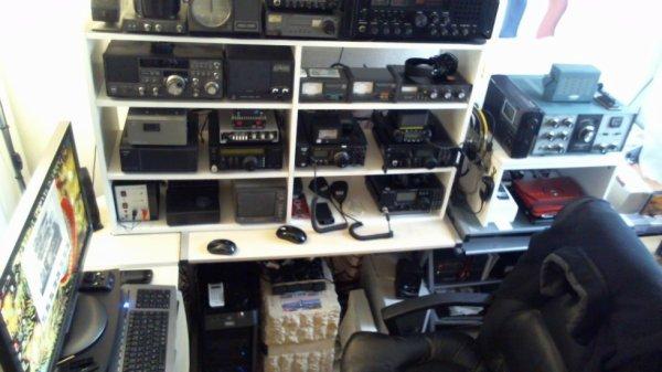 un shack radioamateur de F-11874 SWL est amateur radio 14WW.210  Bienvenue et merci de lire mon petit historique
