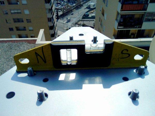 pylône basculant fini et installer pour 14 V173 YANN NICE aéroport sous le soleil et ciel Bleu