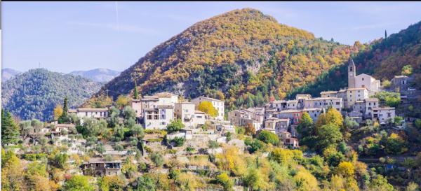Malaussène est une commune française située dans le département des Alpes-Maritimes en région Provence-Alpes-Côte d'Azur. Ses habitants sont appelés les Malaussénois. Wikipédia Superficie : 19,48 km² Météo : 4 °C, vent N à 10 km/h, 81 % d'humidité Population : 173 (1999) Arrondissement Nice  la ou vie  ma files photo 28/03/2018