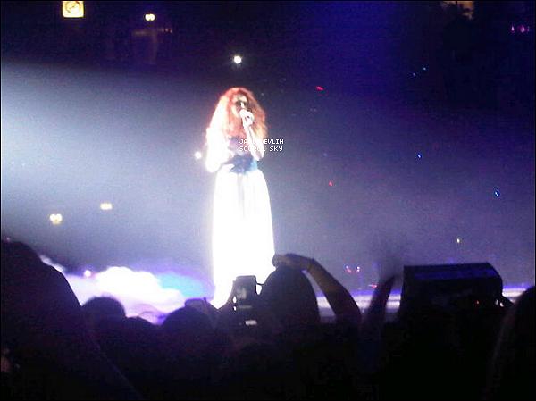 -[/align=center] 25/02/12 : En voici une bonne nouvelle, La grande tournée du X Factor Tour est enfin démarrer, Janet Devlin était sur scène aujourd'hui afin d'y chanter une chanson (La quelle?) aucune idée.. (Pas encore de vidéo, disponible) •  -[/align=center]