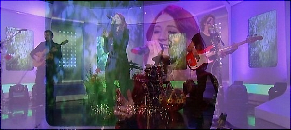 ".     22/11/2013 : Janet devant les studios « ITV » pour performé ""Wonderful"" au This Morning show.  Janet refait son apparition aux ITV à Londres, pour présenter son 1er single ""Wonderful"" extrait de son album Hide & Seek. TOP!        ."