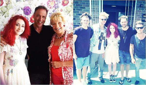 .     2014 : Janet était dans les studios d'un plateau télévisé pour donner une interview et performer.         .