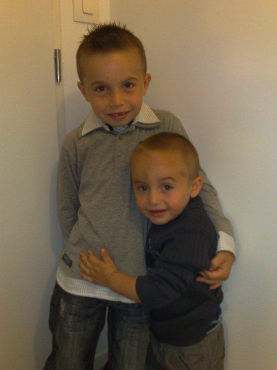 mes 2 fils pret pour lecole