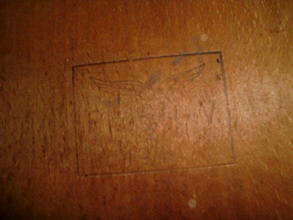 Jolie table de la luftwaffe datée 1941 et restaurée par mes soins!!!!!