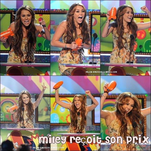 _ SHE WON !  Destiny était nommée dans les catégories TV Actress, Movie Actress et Female Singer, et les résultats sont tombés : Miley reporte le prix : « Best Movie Actress »  CONGRATULATION !   _