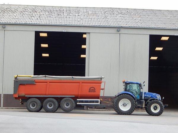 New Holland T7.270 Blue Power+Deroo
