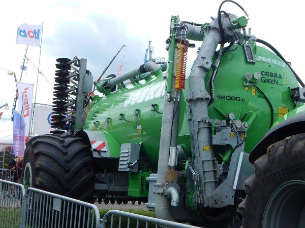 Deutz-Fahr Agrotron TTV 7250+Joskin Cobra 2 16.000 S Green