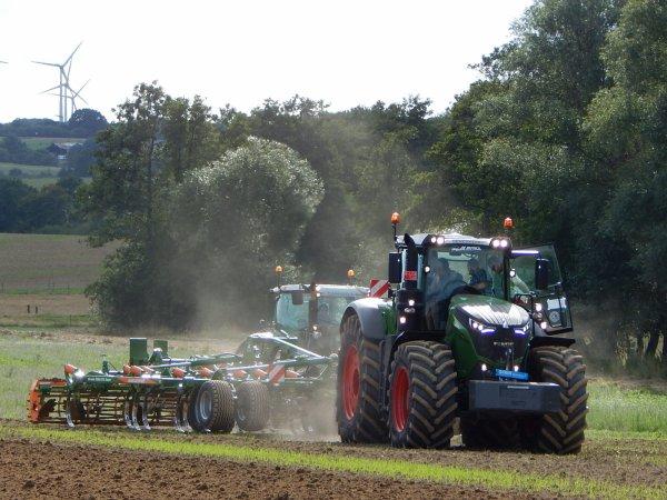 Démonstration de machines au CMJ de Fosse-la-ville