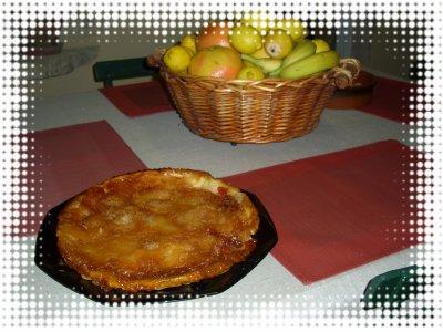 LA TARTE TATIN , UN DÉLICE . qqVOICI LES INGRÉDIENTS    1 pâte brisée  4 OU 5 pommes  250 g de sucre  100 g de beurre  une pincée de mélange de 4 épices   ET UNE PETITE PHOTO POUR VOUS METTRE EN APPÉTIT