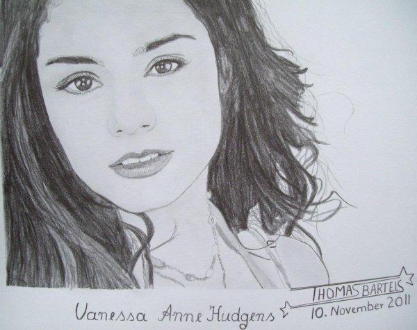 Vanessa Hudgens (l)