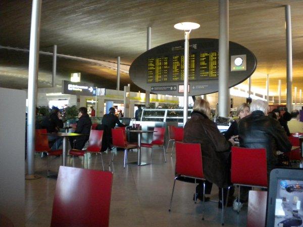 À l'aéroport. Jour J.