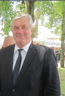 INVITE SURPRISE MR SAUVADET FRANCOIS : MINISTRE DE LA FONCTION PUBLIQUE  (personne à droite sur la photo)