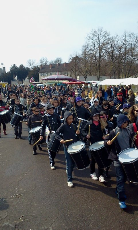 CARNAVAL A CHATILLON-SUR-SEINE LE 18 MARS 2012 - AGREABLE JOURNEE BIEN ANIMEE