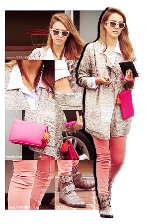 ♦  54  │  Look du jour ! (Jessica Alba)   Article fait par Natalia et posté le 27 mars 2012.   ●