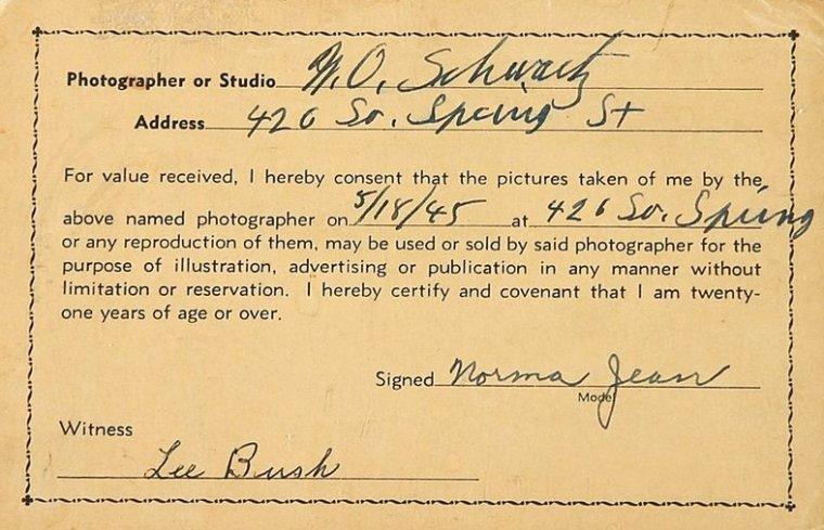 18 Mai 1945, Norma Jeane est photographiée par M.O. SCHWARTZ. On ne connaît hélas que ce cliché.