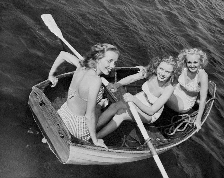 Norma Jeane et la publicité en 1946 : elle vante les mérites de divers produits, tels la crème NIVEA, des maillots de bain, le dentifrice PEPSODENT ou encore des protections de films.