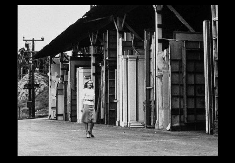 1947 : Quand Marilyn visite les studios de la  20th Century Fox pour laquelle elle vient de signer un mini contrat. (part 2)