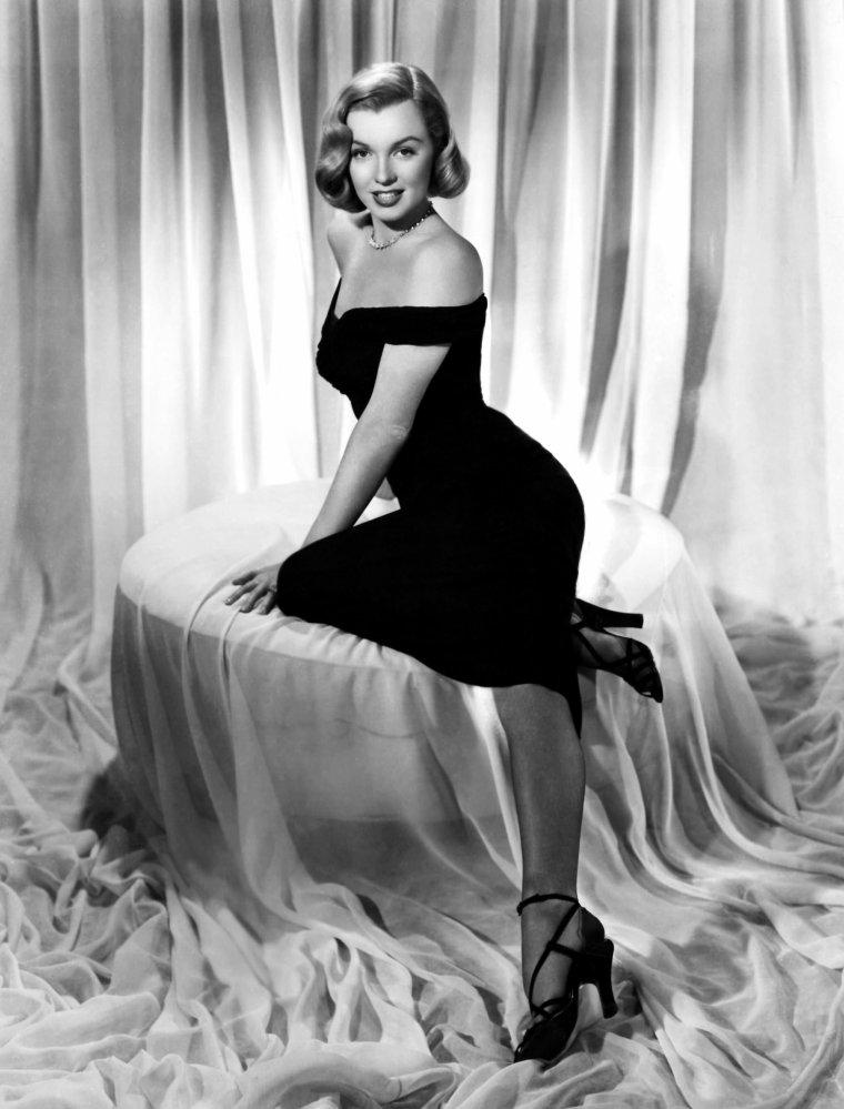 """1950 / Photos promotionnelles pour le film """"The asphalt jungle"""", certaines signées Frank POWOLNY ; Photographe de la Twentieth Century FOX pendant plus de 40 ans, prit bon nombre des plus célèbres photos de Marilyn, tirées de ses films. Il travailla avec elle depuis le film """"The asphalt jungle"""" au dernier inachevé, """"Something's got to give""""."""