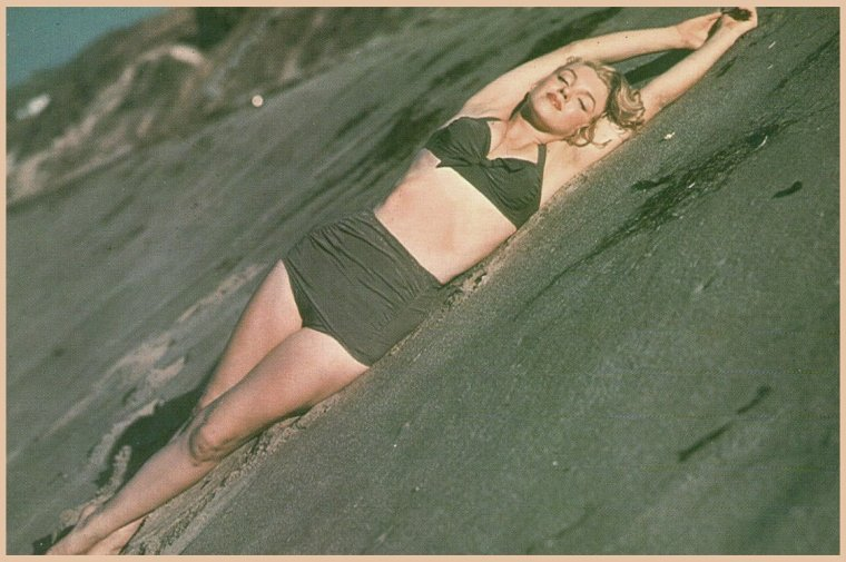 1951, Marilyn sur la plage photographiée par Laszlo WILLINGER avec lequel elle travailla par le passé, session color (part 2).