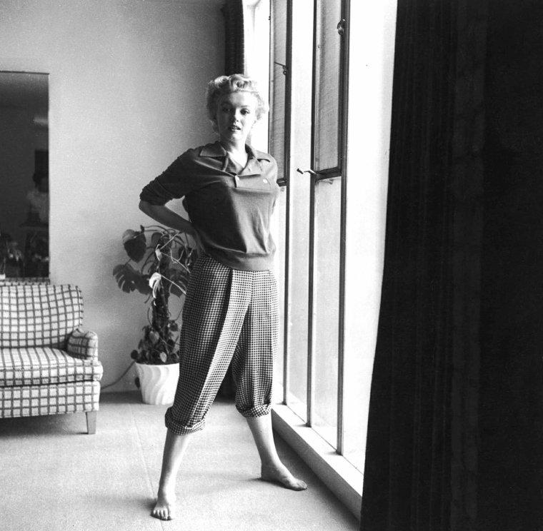 """1952, en vue du tournage de """"Clash by night"""", Marilyn pose pour Ernest BACHRACH, entre autres."""