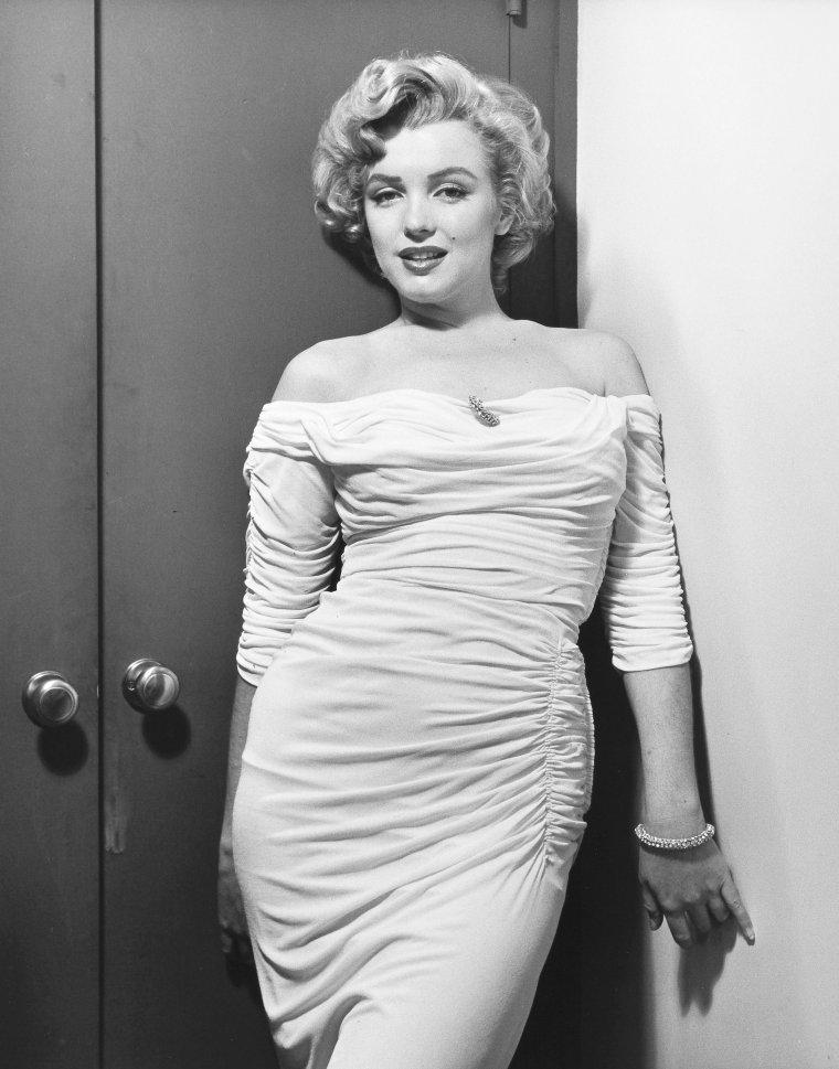 """1952, CONSECRATION pour une actrice : paraître en couverture du magazine """"Life"""", aussi célèbre si non plus que notre """"Paris Match"""" en France. Session photos de Philippe HALSMAN (part 2)."""