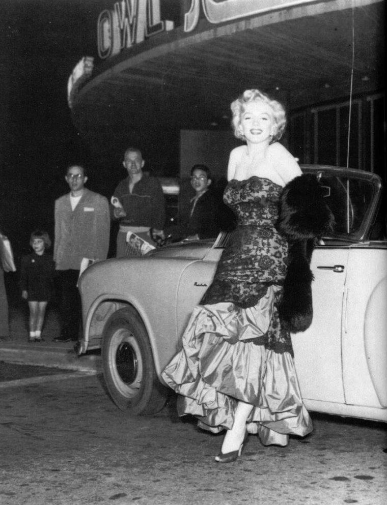 """18 Juillet 1952, Marilyn se rend à la Première du film """"Don't bother to knock"""" où nombre de Stars se presseront, telles David WAYNE ou Richard WIDMARK."""