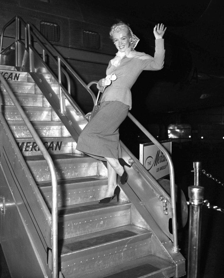 1952, Marilyn embarque d'Atlantic-city pour rejoindre la Californie, Los-angeles où elle est accueillie chaleureusement par la foule et les journalistes.